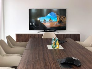 Konferenzraum, LCD-TV, Konferenztelefon